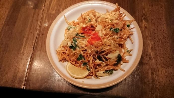 こちらも同じ干し鱈を使った「バカリャウ・ア・ブラス」。じゃがいもと玉ねぎ、そしてバカリャウを卵で炒めたシンプルなのにとっても奥深い味わいの逸品。クリスチアノでは自家製のバカリャウ熟成庫を設置されているそうで本格的でとっても美味しいバカリャウ料理がいただけるのです。