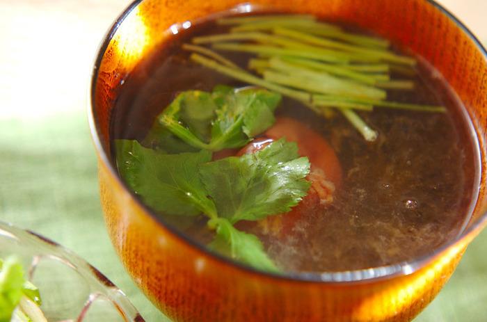 とろろ昆布は、「スープ系」がおすすめです!汁物にいれることでとろりとした食感に。旨味たっぷりなので、出汁代わりとしても使えるのも◎とろみ付けと味付けが両方叶う、一石二鳥の万能食材です。