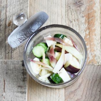 フレッシュなお野菜だけがサラダになるとは限らない。食感を残した浅漬けも立派なサラダの素材になります。