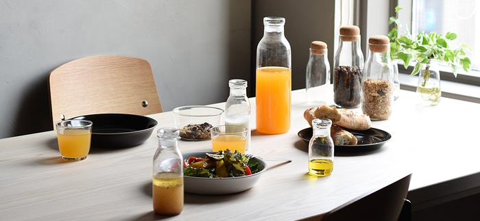 シンプルで機能的なデザインも素敵。そのままテーブルに出してもオシャレなドレッシングボトルです。