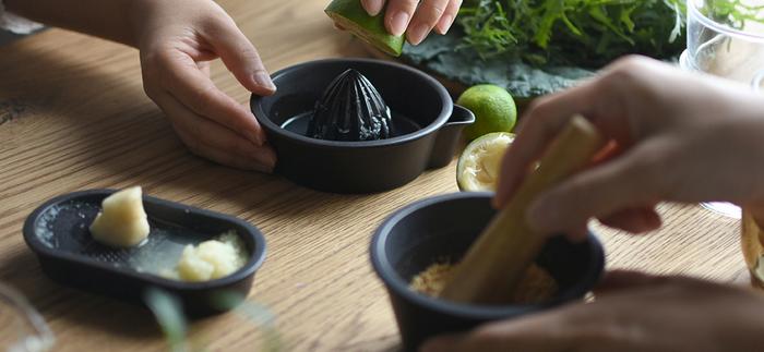 オイルを見直したら、次は酸味。フレッシュな果汁を使った爽やかな酸味で、いつものサラダをワンランクアップ。香りも一緒に楽しもう。