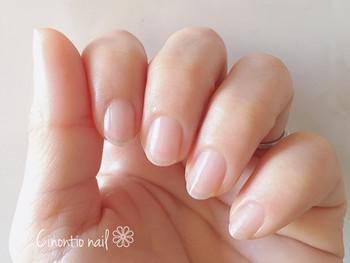 ネイルをしていない方は毎日、ネイルをしている方はネイルを落したときに行ってみてください。寝ている間に保湿成分で爪が潤い、美しい指先へと導いてくれますよ。