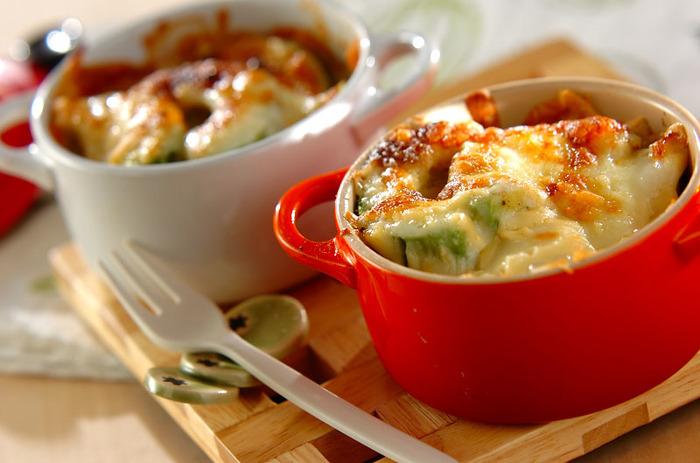 とろとろのアボカドとモチモチのお餅で食感も楽しいレシピ。チーズをたっぷりかけて召し上がれ♪