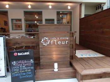 JR京都駅中央口から徒歩1分という便利な立地にあるのが、パンケーキが人気のカフェ「Fleur(フルール)」です。