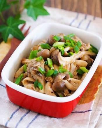 材料は好きなキノコとツナ缶だけでOK!レンジで作れる、お手軽常備菜レシピです。食材の旨味が引き立ち、シンプルながらも箸が止まらないお味に。