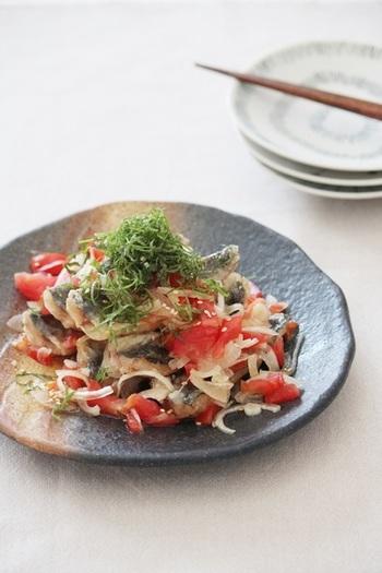 お魚とも相性が良いぽん酢。ぽん酢オンリーで作れる、南蛮漬け風のレシピです。冷蔵庫で一晩冷やすことで味が馴染んでよりおいしい、夏に食べたい一品。