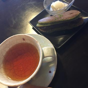 お好み焼き店の京ちゃばなならではの、鉄板で焼いたどら焼きもおすすめ。抹茶やほうじ茶など、京都らしい味が人気です。