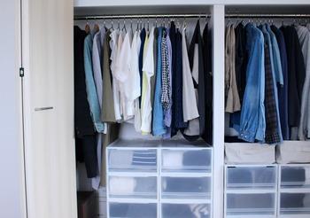 クローゼットの中も要注意!詰め込みすぎず、ゆとりのあるクローゼットにすれば、見た目も美しく服も選びやすい。おしゃれが楽しくなりそうですね。