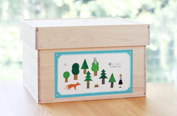 木の温もりを大切にする「キシル」らしく、ランドセルは国産ヒノキの箱に入れられて届けられます。名付けて「ひのきのたからばこ」。ランドセルを取り出した後は、賞状や思い出の品などを入れておく箱に変身です。
