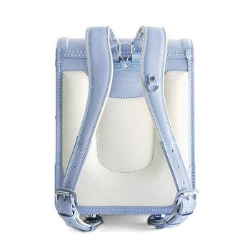背面は肩ベルトが立ち上がり、体に沿ったラインに。体感する重さを軽減させてくれます。