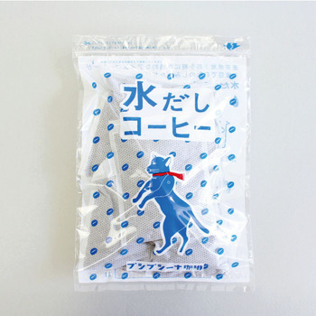 猫のパッケージがかわいい「プシプシーナ珈琲」は香川県高松市の自家焙煎珈琲店のブレンド珈琲。丁寧に不良豆を取り除くことによって、雑味のないクリアな味わいになっています。  「水だしコーヒー」は、麦茶を作るような感覚でコーヒーパックを一晩(6~7時間)つければ、香り高い本格アイスコーヒーができあがります。