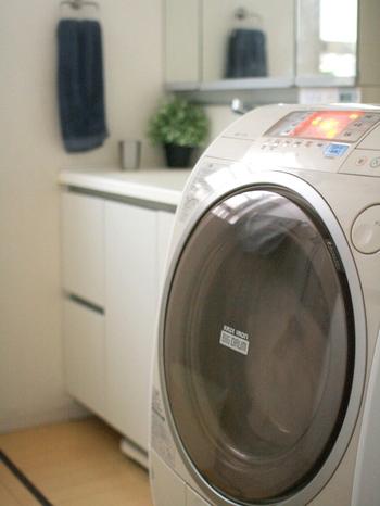 もちろんドラム式洗濯機でも同じように利用することができます。  なお、セスキ炭酸ソーダのカビを落とす力は穏やかなので、強力にカビを落としたい場合は酸素系漂白剤がおすすめです。しかし、セスキ炭酸ソーダはアルカリ性でカビの栄養源にならないため、上記のように普段のお洗濯に使用することで防カビ効果を期待することができます。