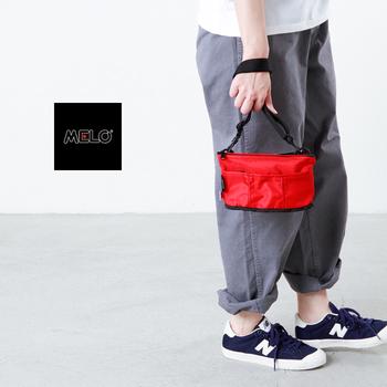 ニューヨーク発のバッグブランド「メロ」のバッグは、耐久性に優れている軽量高密度ナイロンを使用しています。鮮やかな赤のカラーなら、コーデのアクセントとして活躍します。