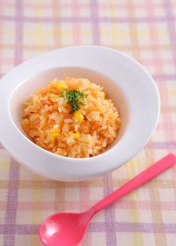 チャーハンや混ぜご飯はいろいろ手間もかかりますが、ピラフなら材料とお米を炊飯器に入れてスイッチを押すだけ。こちらの人参を使ったピラフは手軽に出来て彩りもよく、栄養も摂れます。野菜が苦手なお子さんのお弁当にもおすすめですよ。