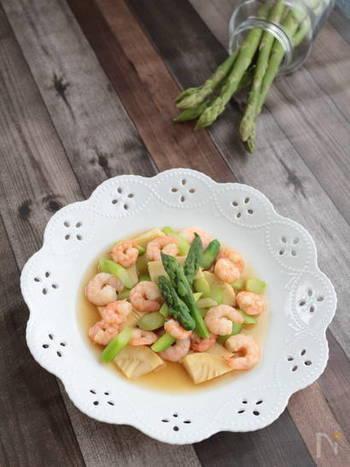 こちらも海老を使った中華風の一品。火が通った海老と鮮やかなグリーンアスパラガスがとってもキレイ。柚子胡椒がほんのりきいたあっさり爽やかな味わいです。