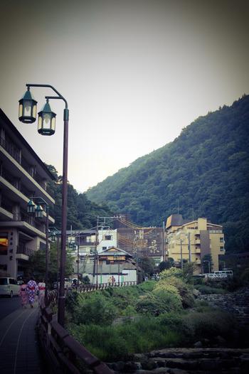 首都圏から近く、温泉やレジャーなどが楽しめる箱根。観光地のイメージが強いですが、実は豊かな自然や御利益いっぱいの神社など、パワースポットがたくさんあるエリアでもあります。今回は疲れた時に元気がもらえる、箱根のパワースポットについてご紹介します。