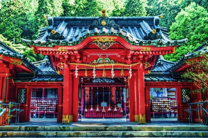 境内には、九頭竜神社 新宮や曽我兄弟を祀るお社など、摂社も多数あります。参拝が終わったら、龍神水が汲めるお水取りスポットもありますので、水筒やペットボトルをお忘れなく!