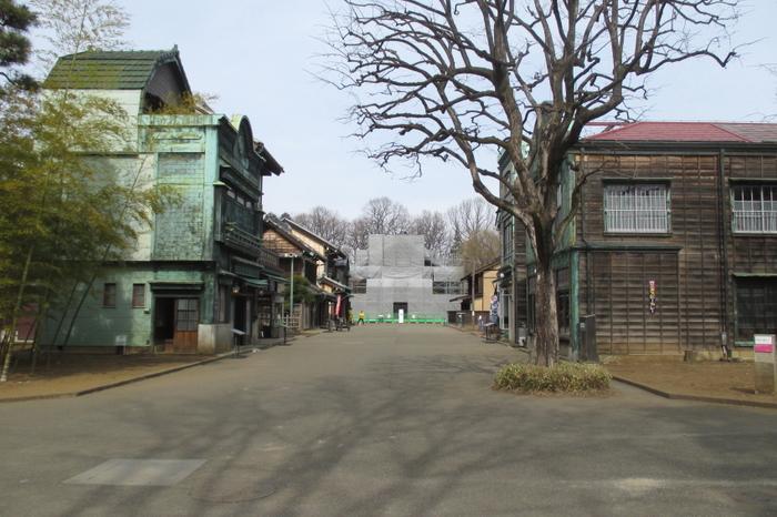 園内は整備されていて歩きやすいです。「山の手通り」「下町中通り」などと名付けられた通りをゆっくり歩くと、どこかへタイムスリップしたような気分に。
