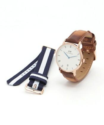 皮のベルトと付け替え用NATOベルトがセットになった時計もあります。その日の気分によって時計のベルトを替えられるのもDWの時計の魅力です。