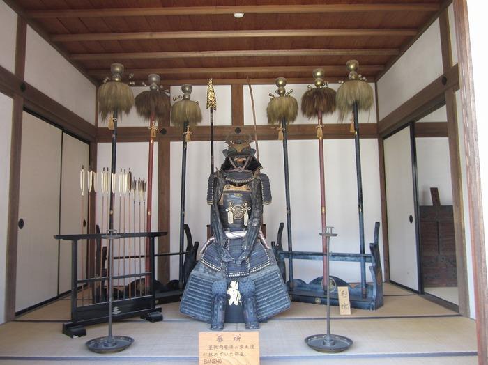 会津の歴史を、リアルな展示で学ぶことができるのが「会津武家屋敷」です。敷地内には、会津の郷土料理を堪能できるレストランも併設されています。さらに、福島ならではの「赤べこ」の絵付けや、ガラス絵彫りなどの体験コーナーもあります。体験コーナーは予約が必要ですので、ぜひ確認の上訪れてくださいね。