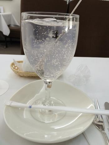 ジンジャーエールには、自家製生姜シロップが使われています。市販のものより一層風味豊かで爽やかな飲み口が魅力。これから暑くなる時期にぴったりですね。