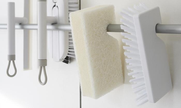 生活感がでてしまいがちなのが、お風呂場のお掃除グッズ。こちらは無駄の無いシンプルなデザインで、尚且つ収納の事も考えられた便利なバスクリーナー。スマートなフォルムで、使いやすいのが特徴です。