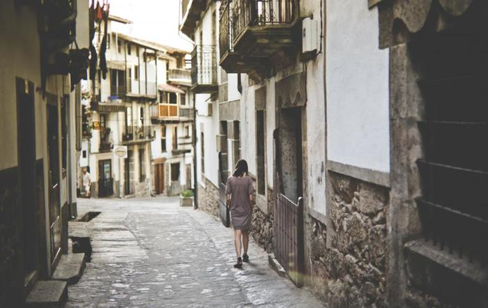 時間に追われて足早に通り過ぎている道も、のんびり散策してみると違った風景が見えてきたりします。いつもは最短距離で行くルートを、敢えて回り道。気が付かなかった自分の街の魅力が見つかるかもしれません。