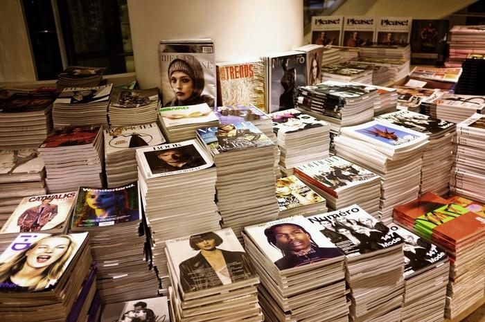 インターネットで海外の情報はたくさん得られるけれど、やっぱり写真やデザインは、紙で触れると違います。かっこいいなと思う洋雑誌やアート本を見つけたら、感性にしたがって表紙買いするのもあり。自分の好きなテイストのものだから、きっと繰り返し眺めたくなるはずです。