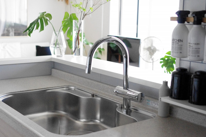 お弁当を食べる前にもしっかりと手洗いをするよう、心がけましょう。外でどうしても手を洗うことができないときは、携帯用の消毒用ジェルなどを使用するのも効果があります。
