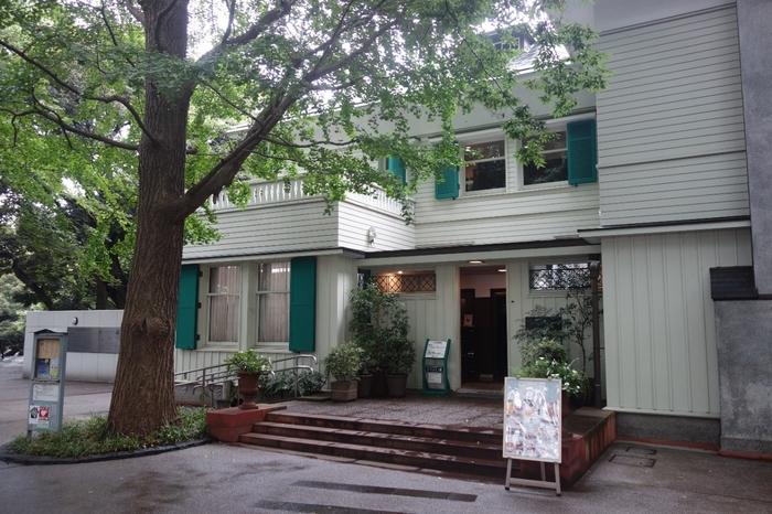 みなとみらい線の元町・中華街駅より徒歩で5分程先には元町の歴史が感じられるおしゃれな洋館が立ち並んでいます。その中の1つエリスマン邸内にあるのが「しょうゆ きゃふぇ」です。