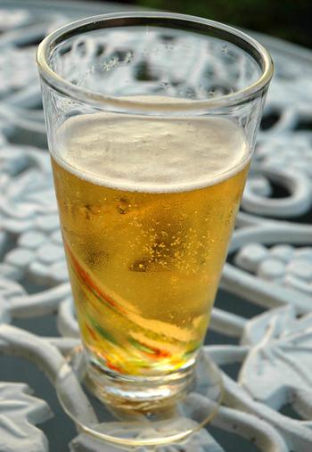 ビールとジンジャーエールのほんのり甘いカクテルは、お休みの日のサンセットなどにもおすすめのおしゃれなドリンク。暑い季節にぴったりで、登場回数も多くなりそう。