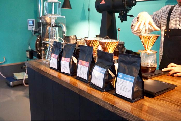 メルボルンでバリスタとして働いていたオーナーが1杯ずつ丁寧にドリップしてくれます。常時7~8種類ほどあるコーヒー豆は、メニューに生産地や味の特徴が詳しく書かれているのでコーヒー初心者さんにも選びやすいですね。