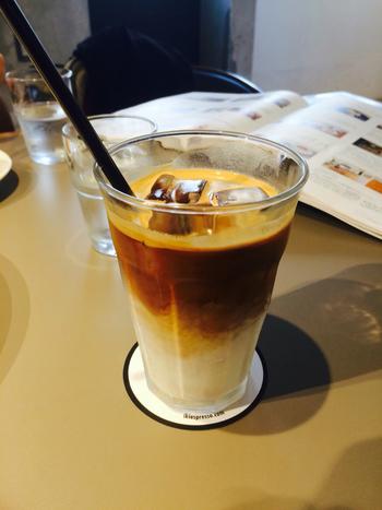 """ニュージーランドのカフェでバリスタやマネジメントを経験したオーナーは、""""早起きをしてゆっくり朝食をとる""""という現地の文化を提唱。朝8時から営業しているので、週末に早起きしておいしいコーヒーを飲みに出かけてみては?"""
