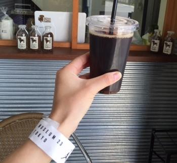 浅煎りのコーヒーは、紅茶のような香りで苦味が少ないのが特徴。コーヒーの苦味がニガテな方も飲みやすいので、ぜひ試してみては?