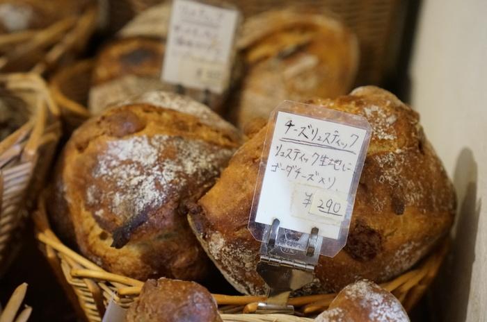 それぞれのパンにタグがついており、どんな食材や生地を使っているのかが明記されているので、好みの食感や味わいを探しやすいのも嬉しいですね。