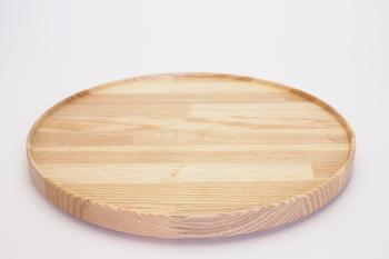 とてもシンプルでベーシックなラインが美しいハサミポーセリンのトレイです。和食にも洋食にも似合うトレイは、お盆として使うほか、前菜などをのせるプレートとしても使えます。(8,640円)