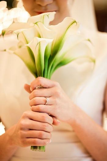 幸せいっぱいの二人には、とっておきの結婚祝いを贈りたいですよね。お祝い事の贈り物にはいくつか、決まり事があります。お祝いの相場やプレゼントアイテムの数、贈ってはいけないアイテムなどルールを勉強しておくことも大切です。ルールに則って、素敵なギフトをチョイスしてみてくださいね♪
