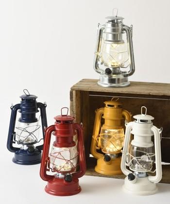 オイルランプのようなレトロデザインのLEDランプ。カラーバリエーション豊富で、お好みの色を選べます。