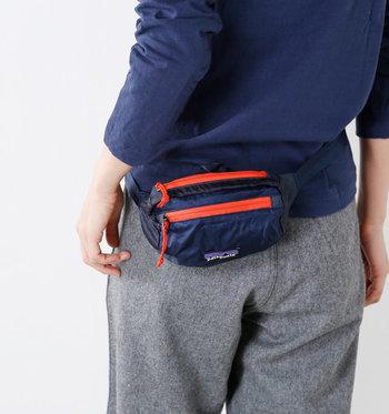 軽量のナイロンを使用し、コンパクトに折りたためる使い勝手の良いバッグ。コントラストの効いた配色も良く、コーディネートの差し色になってくれます。