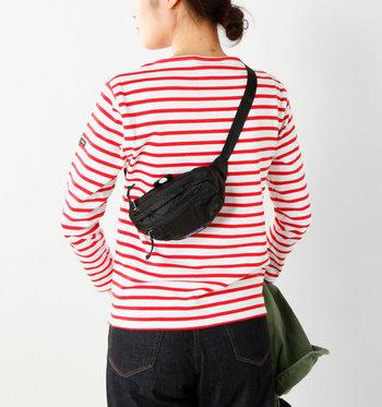 ベルトの長さが調節できるので、ウエストバッグとしてでだけでなく、斜め掛けしてショルダーとしても使用可能。