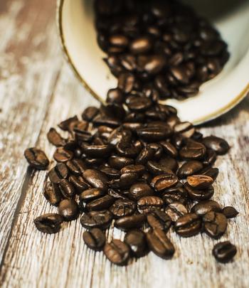 アイスコーヒーの場合は、コクのある味わいが出るように焙煎度が深めの豆をチョイスしましょう。フルシティローストくらいがちょうどいいでしょう。夏になると、アイスコーヒー用というパッケージで販売されることもあります。