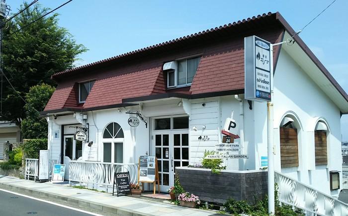 石川町より徒歩約7分のところ、丘の上にある「エレーナ」は、外国のお家のような外観が素敵なお店です。店内からは横浜の町並みを一望できます。天気の良い日にぜひ訪れてほしいカフェです。