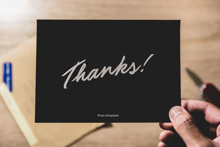 あなたの気持ちや心を表した手書き文字は、相手に温かな気持ちを届けてくれます。色とりどりの便せんや封筒を選ぶのも楽しいけど、書き方がちょっとわからない…という方は、葉書やグリーディングカードを使ってみてはどうでしょうか?