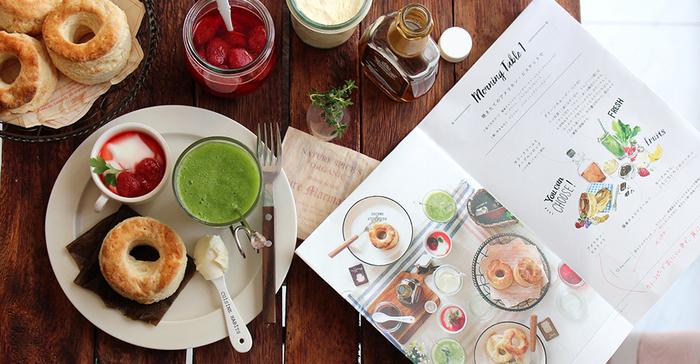 こちらは、栁川かおりさんのレシピ本「Every Table」。大きな特徴は、レシピだけではなく、食卓全体を紹介していること。食べることの楽しさが伝わってきます。このほかにも「まいにち食べたいおうちごはん。」「ストウブレシピ100」などの著書があります。