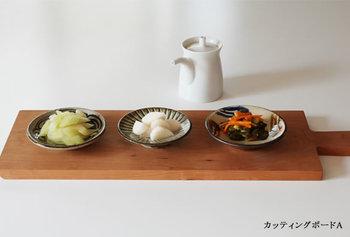 横長のカッテイングボードは、副菜を並べても素敵です◎ おかずやお漬物を盛り付けた小皿を並べれば、オシャレな和カフェや、体に優しい定食屋さんのごはんのように。