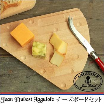 チーズの形をしたステキなカッテイングボードは、ユーモアがあってオシャレ!何種類かのせて付属のナイフでカットしながらいただけば、いつも以上に美味しく感じられるはずですよ。