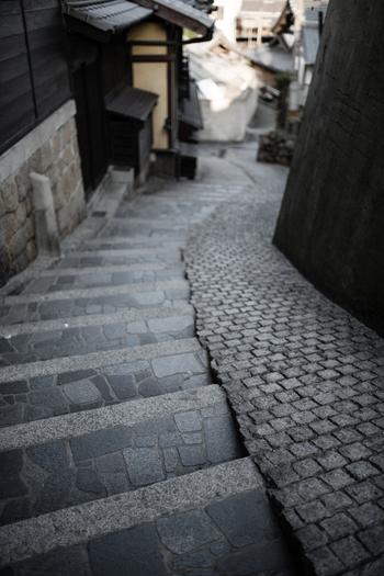 てくてくと、こんな石段を登って行くと… なんだかタイムトリップしてしまいそう… そんな不思議な気分になりますね。