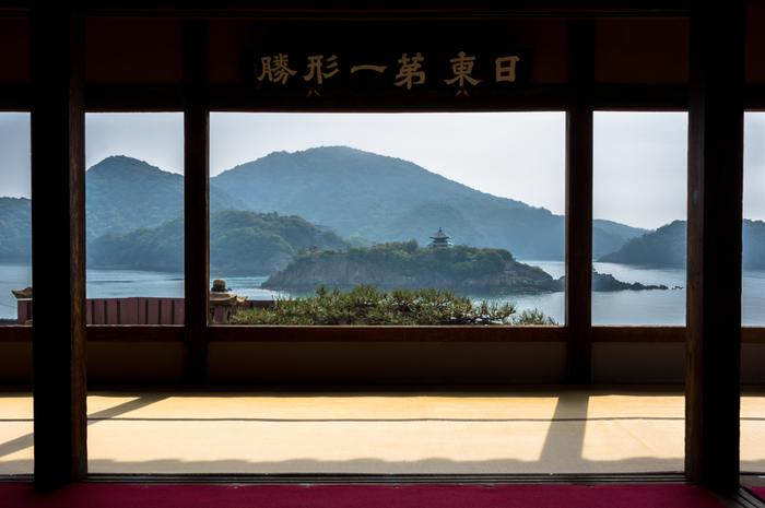 水墨画を切り取ったような景色も素敵ですね。1711(正徳元)年、福禅寺に朝鮮通信使が滞在した際に、「日東第一形勝(朝鮮より東で一番美しい景勝地という意)」とこの景色を賞賛しました。