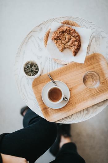 栄養をとるためではなく、その人の好みによって楽しむためにある「嗜好品」。お茶やコーヒー、お酒やお菓子なと、香りや味を楽しむものからカメラや車など操作性を楽しむものまで嗜好品は多岐に渡ります。