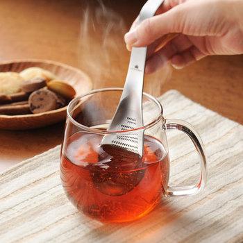 おろし金なのに、スプーンの形状!そのため、かき混ぜることもできるのです。紅茶に生姜を入れたりと、ちょっとした温活で大活躍してくれますよ。